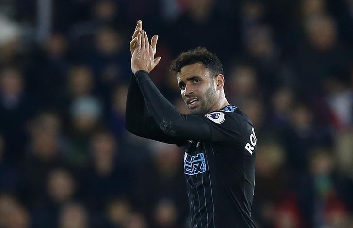 Britain Football Soccer - Southampton v West Bromwich Albion - Premier League - St Mary's Stadium - 31/12/16 West Bromwich Albion's Hal Robson-Kanu applauds fans as he is substituted Action Images via Reuters / Peter Cziborra Livepic