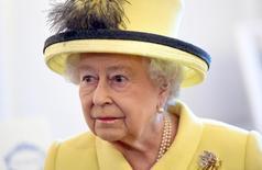 الملكة إليزابيث ملكة بريطانيا خلال زيارة لكلية في لندن يوم 1 ديسمبر كانون الأول 2016. صورة لرويترز من ممثل وكالات أنباء.
