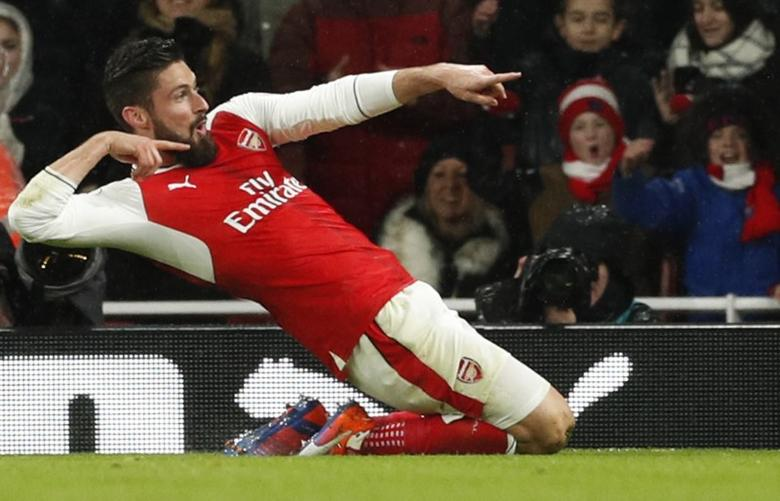 Britain Football Soccer - Arsenal v Crystal Palace - Premier League - Emirates Stadium - 1/1/17 Arsenal's Olivier Giroud celebrates scoring their first goal  Action Images via Reuters / John Sibley Livepic