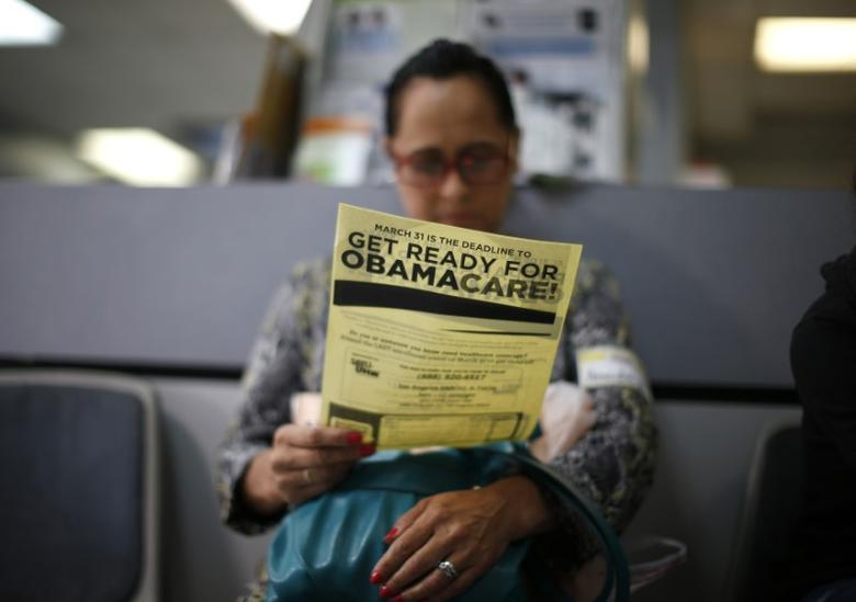 Arminda Murillo, 54, reads a leaflet on Obamacare at a health insurance enrollment event in Cudahy, California, U.S. March 27, 2014.     REUTERS/Lucy Nicholson/File Photo
