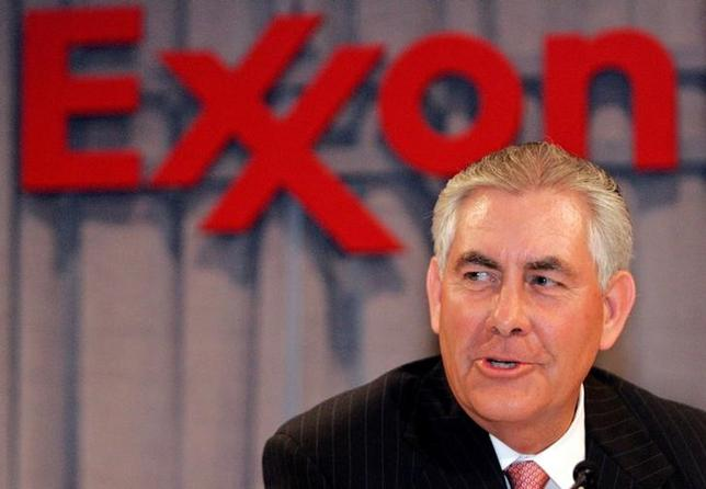 Chairman and chief executive officer Rex W. Tillerson speaks at a news conference following the Exxon Mobil Corporation Shareholders Meeting in Dallas, Texas, May 28, 2008.  REUTERS/Mike Stone/File Photo