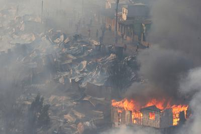 Fire destroys 100 homes in Chile