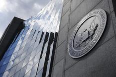 """Donald Trump a annoncé mercredi son intention de nommer l'avocat d'affaires Walter """"Jay"""" Clayton, spécialisé dans les fusions-acquisitions à Wall Street, à la tête de la Securities and Exchange Commission (SEC), le gendarme de la Bourse de New York. /Photo d'archives/REUTERS/Jonathan Ernst"""