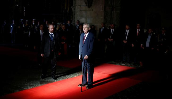 Czech Republic's President Milos Zeman visits the tomb of Portuguese poet Luis de Camoes during the official welcome ceremony at Lisbon's Jeronimos Monastery, Portugal December 14, 2016.   REUTERS/Rafael Marchante/Files