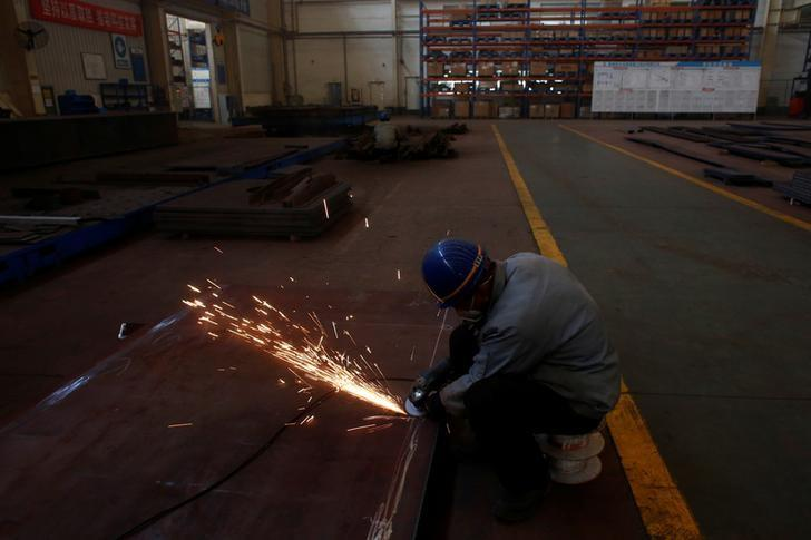 A man works in the Tianye Tolian Heavy Industry Co. factory in Qinhuangdao in the QHD economic development zone, Hebei province, China December 2, 2016.   REUTERS/Thomas Peter