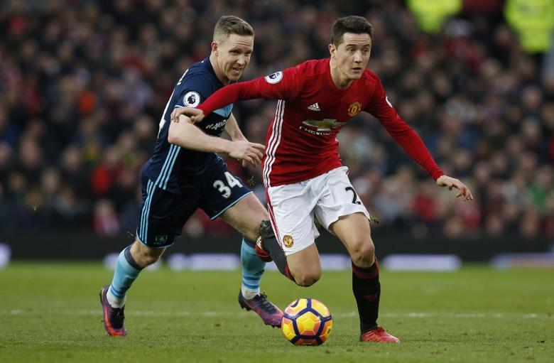 Britain Football Soccer - Manchester United v Middlesbrough - Premier League - Old Trafford - 31/12/16 Manchester United's Ander Herrera in action with Middlesbrough's Adam Forshaw  Reuters / Andrew Yates Livepic