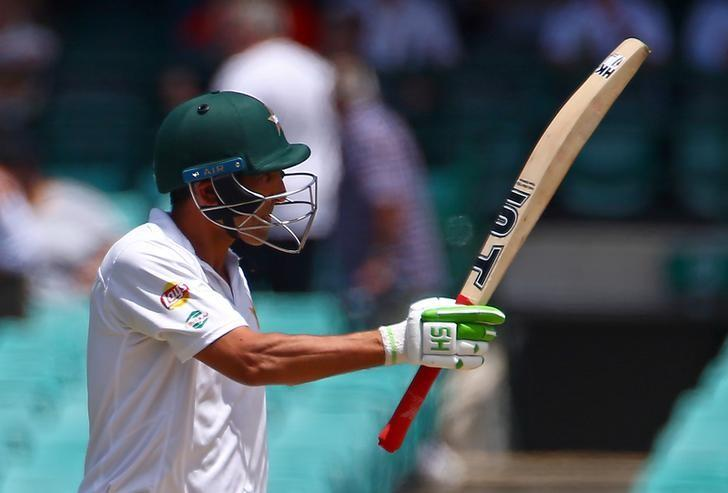 Cricket - Australia v Pakistan - Third Test cricket match - Sydney Cricket Ground, Sydney, Australia - 6/1/17. Pakistan's Younus Khan celebrates reaching 150 runs.  REUTERS/David Gray