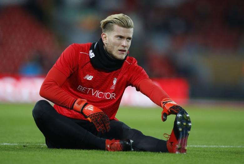 Liverpool's Loris Karius during the warm up before the match Reuters / Phil Noble