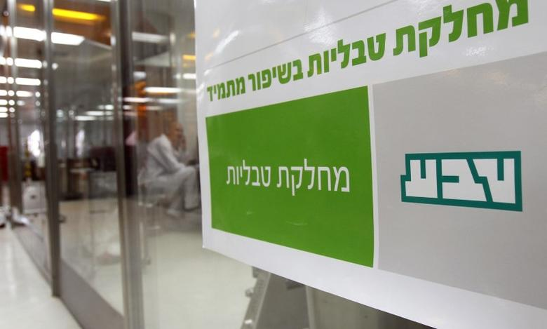A sign bearing the logo of Teva Pharmaceutical Industries is seen in its Jerusalem oral solid dosage plant (OSD) December 21, 2011. Israel-based Teva is the world's leading generic drugmaker.   REUTERS/Ronen Zvulun