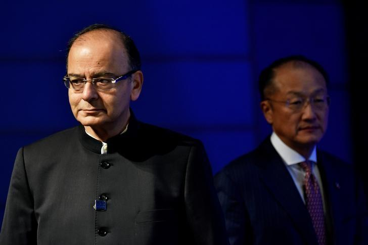 Indian Finance Minister Arun Jaitley (L) and World Bank President Jim Yong Kim (R) take the stage for a panel discussion at the annual meetings of the IMF and World Bank Group in Washington, October 7, 2016. REUTERS/James Lawler Duggan/Files