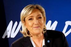 Le Pen apoyaría repatriar la producción de coches al estilo de Trump  En la imagen, Le Pen en París el 4 de febrero de 2017.   REUTERS/Charles Platiau/File Photo