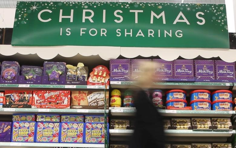 A woman shops at a Sainsbury's store in London, Britain December 3, 2015.  REUTERS/Neil Hall - RTX1X01R