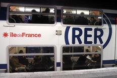 Le conseil d'administration de la SNCF a confirmé mercredi la commande d'environ 3,75 milliards d'euros de 255 rames de RER au consortium franco-canadien Alstom-Bombardier pour le compte du Syndicat des transports d'Ile-de-France (Stif). /Photo d'archives/REUTERS/Charles Platiau