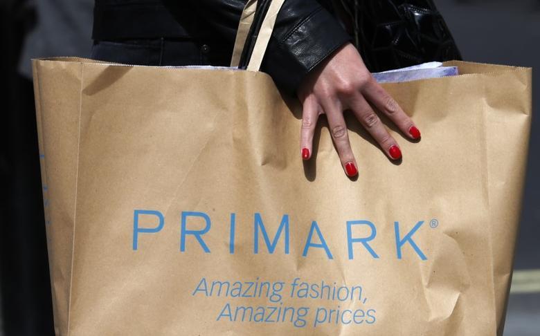 A shopper walks past a branch of clothing retailer Primark in London, Britain April 27, 2013.  REUTERS/Suzanne Plunkett/File Photo