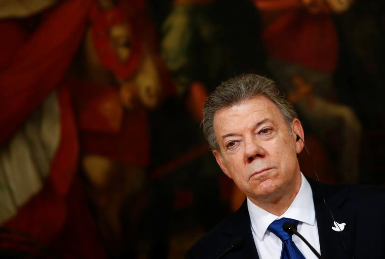 Colombia's President Juan Manuel Santos attends a joint news conference with Italian Prime Minister Paolo Gentiloni during a meeting at Chigi Palace in Rome December 16, 2016. REUTERS/Tony Gentile