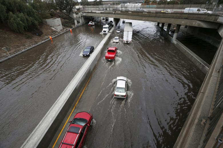 Vehicles drive on the flooded 5 freeway after an El Nino-strengthened storm brought rain to Los Angeles, California, United States, January 6, 2016. REUTERS/Lucy Nicholson/File Photo