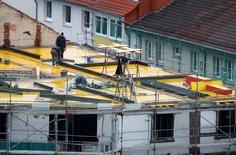 Les permis de construire dans l'immobilier neuf ont augmenté de plus de 20% en Allemagne l'an dernier, témoignant d'un boom de la construction qui devrait continuer de soutenir la croissance de la première économie européenne en 2017. /Photo d'archives/REUTERS/Kai Pfaffenbach