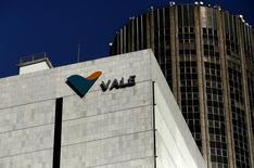Logotipo da mineradora brasileira Vale é vista na sede da companhia no centro do Rio de Janeiro, no Brasil 20/08/2014 REUTERS/Pilar Olivares/File Photo