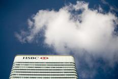 HSBC déplacera à Paris du personnel à la source de 20% environ de son revenu de trading à la suite de la décision de la Grande-Bretagne de quitter l'Union européenne. /Photo d'archives/REUTERS/Kevin Coombs