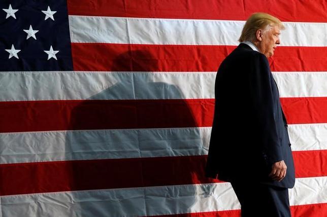 1月13日、大統領就任式を目前に控えたドナルド・トランプ氏と、まもなく彼の指揮下に入る米国情報機関とのあいだで、前例のない対立が生じている。写真は2016年10月、米コロラド州で撮影(2017年 ロイター/Jonathan Ernst)