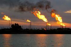 Campo de petróleo en Basra, Irak.  17/01/2017 .Los mercados mundiales del petróleo se están ajustando lentamente a medida que aumenta la demanda, mientras que los inversores esperan a ver si se aplican los recortes de bombeo acordados por la OPEP y otros productores, dijo el jueves la Agencia Internacional de Energía         REUTERS/Essam Al-Sudani