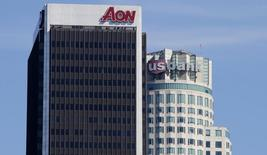 Le courtier en assurance Aon poursuit des discussions à un stade avancé en vue de vendre sa filiale de gestion de prestations sociales au fonds Clayton Dubilier & Rice (CD&R) pour près de 4,5 milliards de dollars (4,2 milliards d'euros). /Photo d'archives/REUTERS/Fred Prouser