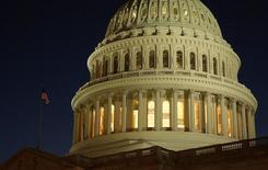 El Capitolio estadounidense en Washington, dic 20, 2016. El déficit presupuestario de Estados Unidos se reduciría en el año fiscal 2017 pero volvería a expandirse más adelante, dijo el martes en un informe la Oficina Presupuestaria del Congreso, que mostró que el presidente Donald Trump está heredando un truculento panorama de déficit a largo plazo.    REUTERS/Joshua Roberts