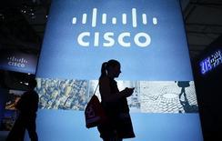 Cisco Systems a annoncé mardi soir le rachat de l'éditeur de logiciels d'entreprise AppDynamics pour environ 3,7 milliards de dollars (3,5 milliards d'euros) en numéraire et en actions, sa plus importante acquisition depuis 2013. /Photo d'archives/REUTERS/Albert Gea
