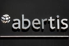 Abertis a annoncé jeudi qu'il investirait 147 millions d'euros dans son réseau autoroutier français dans le cadre du deuxième plan de relance annoncé à l'automne dernier et sur lequel les discussions ne sont pas encore totalement bouclées. /Photo d'archives/REUTERS/Sergio Perez