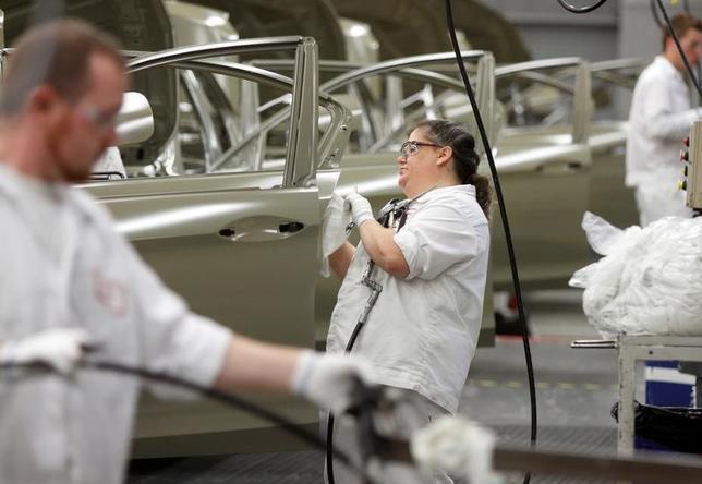 1月27日、第4・四半期の米GDP速報値は年率1.9%増と、伸びは第3・四半期の3.5%増から大きく減速した。写真はオハイオ州のホンダ工場、2012年10月撮影。(2017年 ロイター/Paul Vernon)