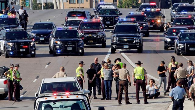FILE PHOTO --  Protestors block the southbound lane of Interstate 35W in protest of the killing of Philando Castile in Minneapolis, Minnesota, U.S., July 13, 2016. Castile was fatally shot by police July 6, 2016. REUTERS/Eric Miller/File Photo