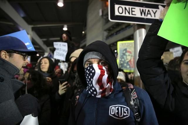 Protesters gather outside Terminal 4 at JFK airport in opposition to U.S. president Donald Trump's proposed ban on immigration in Queens, New York City, U.S., January 28, 2017. REUTERS/Stephen Yang -