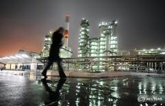A man walks in front of the Novokuibyshevsk refinery near the city of Samara, October 28, 2010.  REUTERS/Nikolay Korchekov/File Photo - RTSRVPT