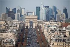 La croissance de l'économie française a accéléré au quatrième trimestre, à 0,4%, un niveau conforme aux attentes mais insuffisant pour que 2016 s'achève sur une meilleure note que 2015. /Photo d'archives/REUTERS/Charles Platiau