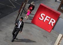 SFR, qui est à suivre à la Bourse de Paris, a annoncé lundi que NextRadioTV et SFR avaient soumis au CSA une demande d'agrément pour que SFR prenne le contrôle exclusif de NextRadioTV. /Photo d'archives/REUTERS/Philippe Wojazer
