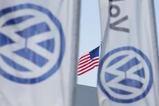 Volkswagen a accepté de verser 1,26 milliard de dollars au moins pour dédommager 80.000 propriétaires de véhicules diesel 3,0 litres aux Etats-Unis. L'équipementier Robert Bosch a séparément conclu un accord pour verser 327,5 millions de dollars à titre de compensation pour ces propriétaires de Volkswagen diesel équipés d'un système de fraude à la pollution. /Photo d'archives/REUTERS/Mike Blake