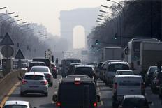 Les immatriculations de voitures neuves en France ont progressé de 10,6% en janvier en données brutes par rapport au même mois de 2016. /Photo d'archives/REUTERS/Charles Platiau