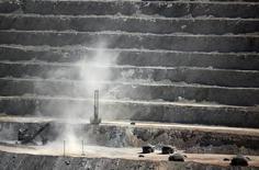 Imagen de archivo de la mina Escondida en Antofagasta, Chile, mar 31, 2008. El precio del cobre cayó el miércoles por la recuperación del dólar y tomas de ganancias generadas luego de que el metal trepó a un máximo de dos meses por temor a una huelga inminente en la mina Escondida de Chile, el mayor yacimiento cuprífero del mundo.    REUTERS/Ivan Alvarado (CHILE)