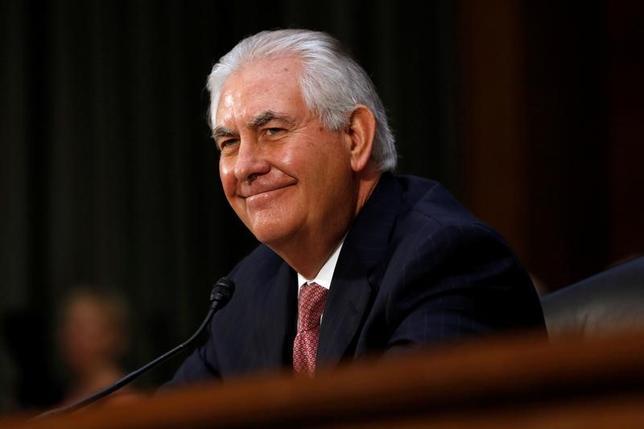 2月1日、米上院本会議は、レックス・ティラーソン前エクソンモービル会長(写真)の国務長官への就任を承認した。賛成56票、反対43票だった。写真は1月11日ワシントンで撮影(2017年 ロイター/Jonathan Ernst)