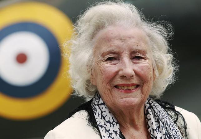 2月2日、第二次大戦中に慰問コンサートで人気を博し「イギリス軍の恋人」として知られる英歌手ヴェラ・リンが、100歳の誕生日を記念してニューアルバムを発売する。写真は2010年8月撮影(2017年 ロイター/Luke MacGrego)