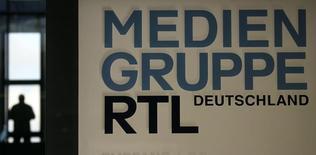 """RTL Group a annoncé jeudi avoir lancé, conjointement avec sa filiale française RTL Radio (France), un audit des comptes de cette dernière après la découverte d'""""inexactitudes"""" comptables portant sur plusieurs années. /Photo d'archives/REUTERS/Wolfgang Rattay"""