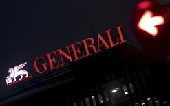 Intesa Sanpaolo a démenti jeudi préparer une offre tout en actions sur l'assureur Generali, dont le titre a grimpé à la Bourse de Milan sur des rumeurs d'annonce imminente du groupe bancaire. /Photo d'archives/REUTERS/Stefano Rellandini