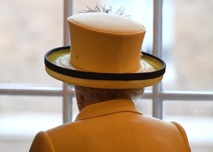Britain's Queen Elizabeth visits Goodenough College in London, December 1, 2016. REUTERS/Stuart C. Wilson/Pool/Files