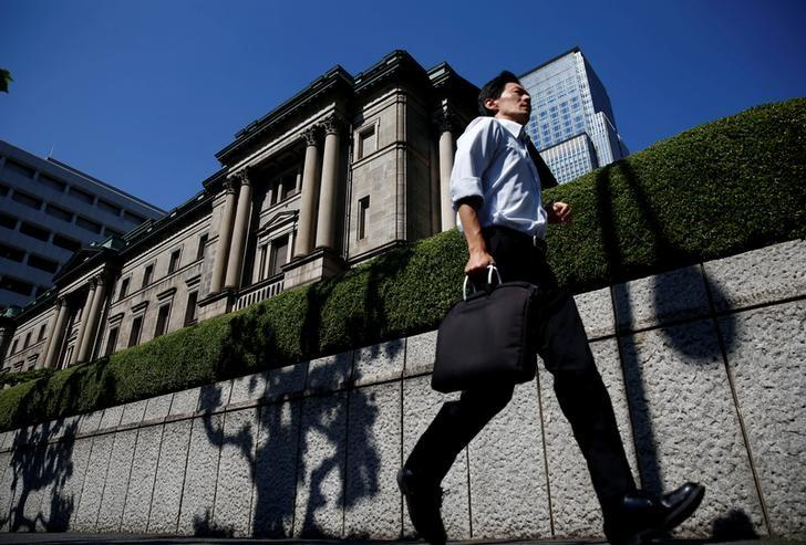 FILE PHOTO -  A man runs past the Bank of Japan (BOJ) building in Tokyo, Japan, July 29, 2016.   REUTERS/Kim Kyung-Hoon/File Photo