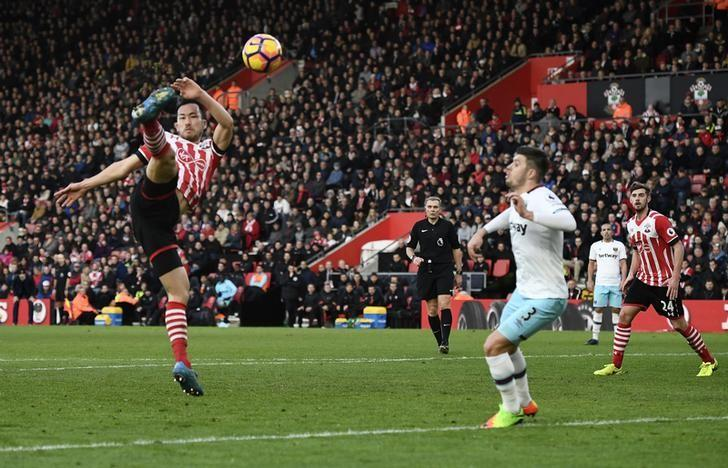 Britain Football Soccer - Southampton v West Ham United - Premier League - St Mary's Stadium - 4/2/17 Southampton's Maya Yoshida in action with West Ham United's Aaron Cresswell  Reuters / Dylan Martinez Livepic