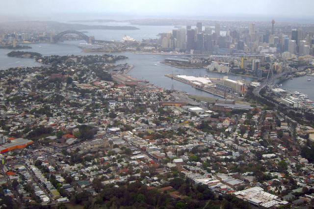 The Sydney Harbour Bridge and Central Business District (CBD) can be behind properties in the Sydney suburb of Rozelle, Australia, September 5, 2016. Picture taken September 5, 2016.      REUTERS/David Gray