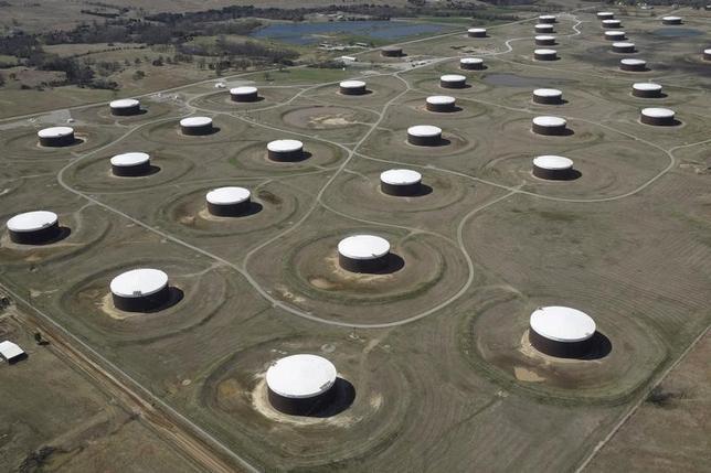 2月3日、2月の米国の原油輸出量はトレーダー推計で日量70万─90万バレルとなる見通しだ。写真はオクラホマ州の貯蔵タンク、昨年3月撮影(2017年 ロイター/Nick Oxford)