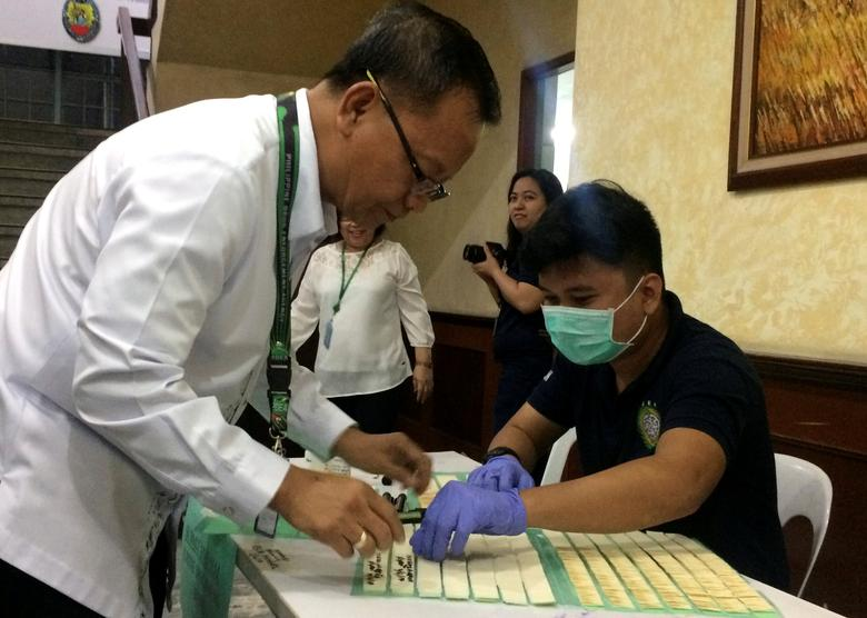 Philippine Drug Enforcement Agency (PDEA) Director General, Isidro Lapena, signs documents before taking a mandatory drugs test at the headquarters of PDEA in Quezon City, Metro Manila, Philippines, February 6, 2017.   REUTERS/Martin Petty