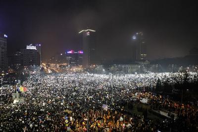 Massive street protests grip Romania
