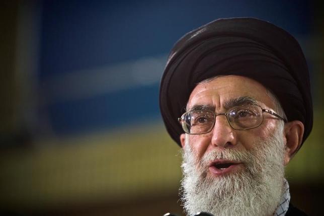 2月7日、イランの最高指導者ハメネイ師はイラン国民に10日の革命記念日にトランプ米大統領の「脅迫」に対抗するよう呼びかけた。テヘランで2009年6月撮影(2017年 ロイター/Caren Firouz)